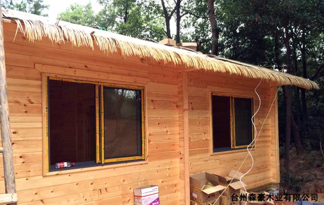 湖南茅草瓦屋顶木屋